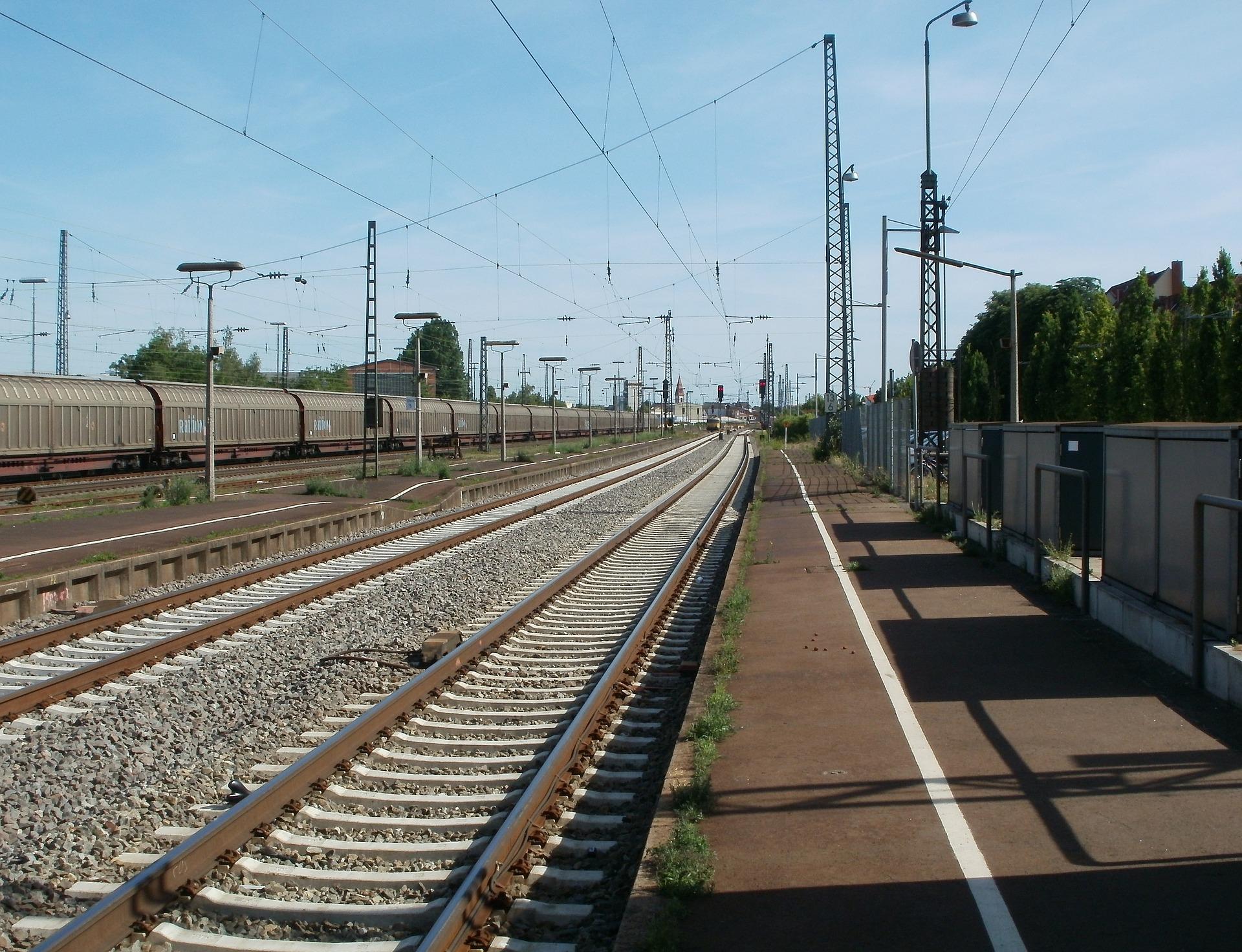 trainstation-837624_1920