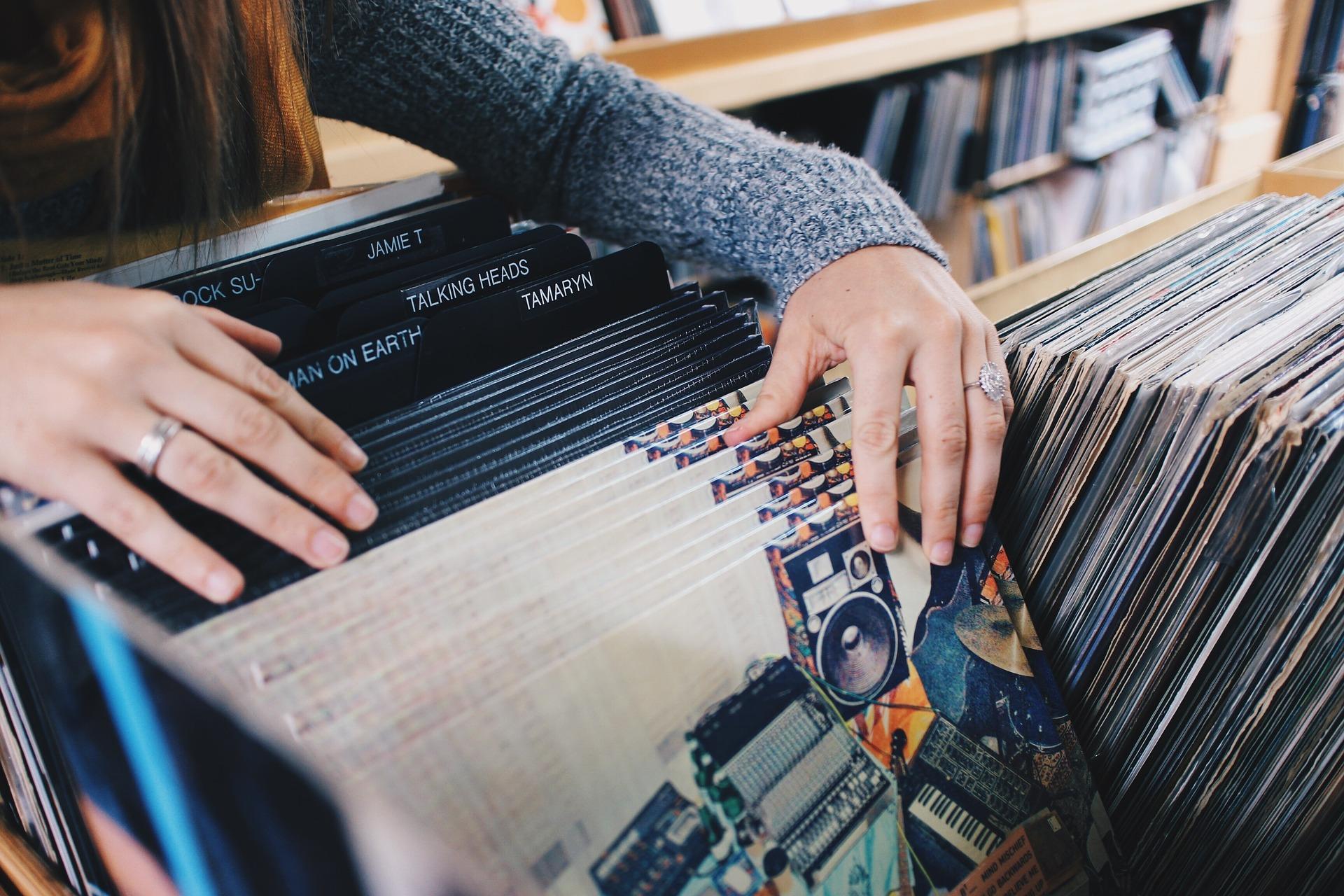 vinyl-records-945396_1920