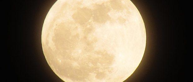 Marraskuun superkuu on toinen kolmesta peräkkäisestä superkuusta. Kuva: Pixabay