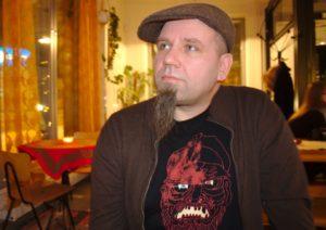 """""""Oulussa on kiinnostavia vaihtoehtomusiikin bändejä, ja uusia kovia nimiä on tullut viimeaikoinakin."""" Rotos ry:n puheenjohtaja Sami Sankilampi. Kuva: Antti Tauriainen"""
