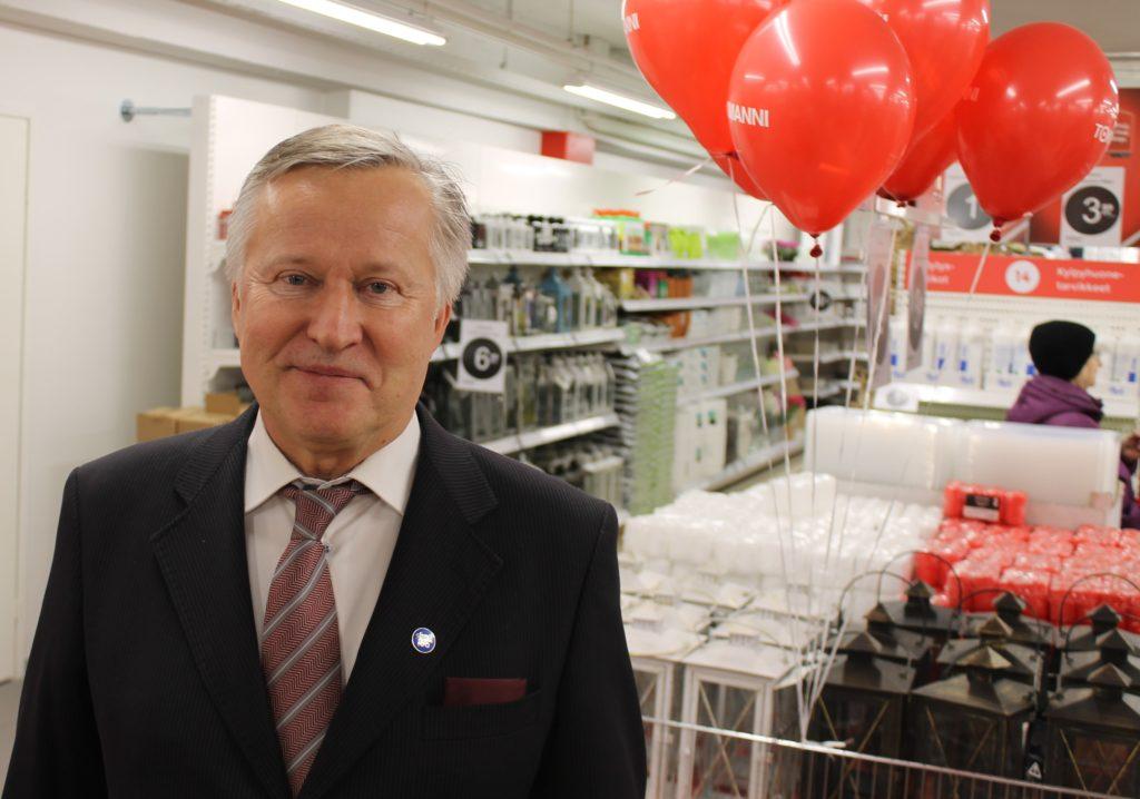 Tokmannin toimitusjohtaja Heikki Väänänen on tyytyväinen uuden Tokmannin tiloihin.