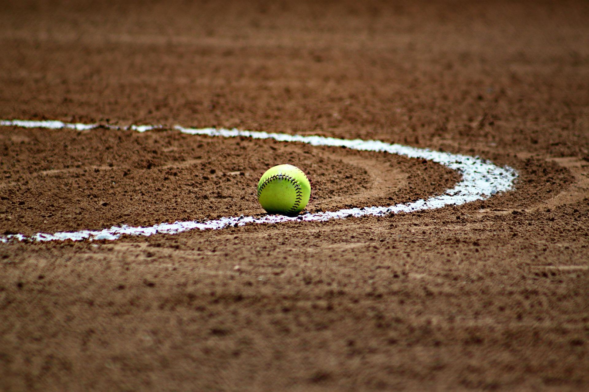 softball-372979_1920