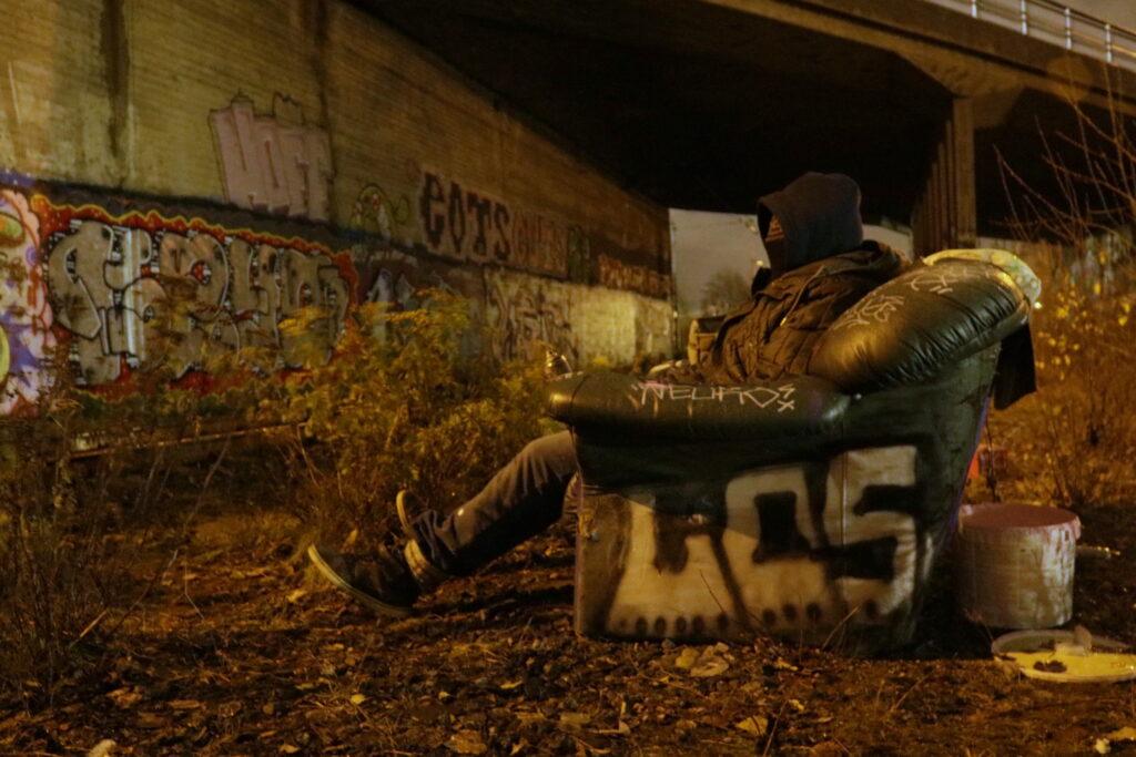 Graffitisti haluaa pysyä nimettömänä. Kuva: Ville Manninen