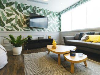 Olohuone ja televisio ovat suomalaisille yhä tutumpi yhdistelmä. Kuvituskuva. Kuva: Pixabay.